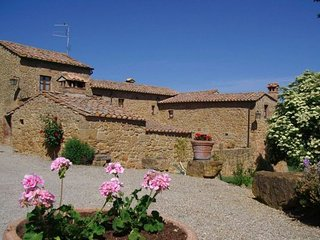 7 bedroom Apartment in Pienza, Val D orcia, Tuscany, Italy : ref 2386181