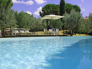 4 bedroom Apartment in Montalcino, Val D orcia, Tuscany, Italy : ref 2386258