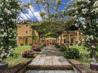 8 bedroom Villa in Vorno, Tuscany Nw, Tuscany, Italy : ref 2386378