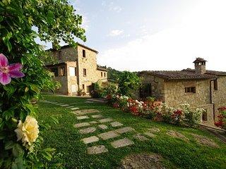 7 bedroom Villa in Montepulciano, Val D orcia, Tuscany, Italy : ref 2387244