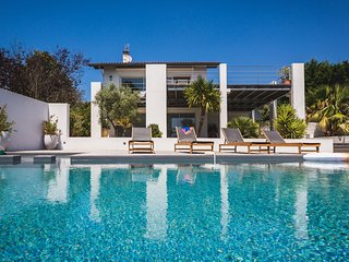 Luxurious 4 Bedrooms Modern Villa with Pool & Incredible Views, Bidart
