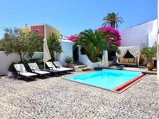 Mansion Sophia in Santorini- Car & Private Transfer included