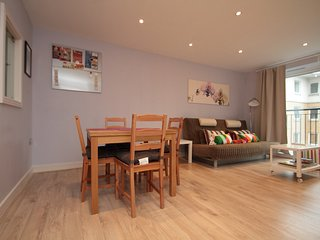 Lovely Spacious 2 bed 2 bath flat near Canary Wharf, O2 and ExCeL