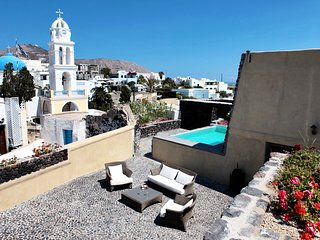 Amazing Santorini villa with private pool-Car Rental & Private transfer included