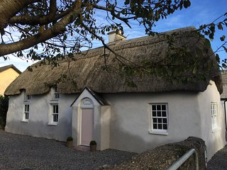 A little bit of thatch luxury... - St Awaries Cottage