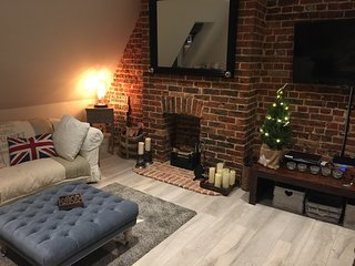 Midhurst Loft Style Apartment - Exposed brickwork many character features