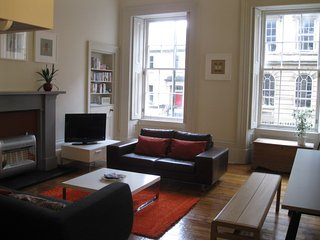 Beautiful 1850's apartment with private entrance, quiet central location