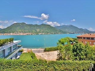 Amazing Lake View Villa With Garden, wide terrace, big living room neat Salò