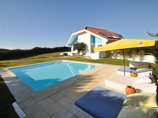 'Sea la Vie' - Beach Front - Sea Views - Heated Pool - Sleeps 14 - Near Porto