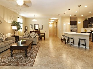 Modern and Elegant. Just Minutes Away From Everything, Kissimmee