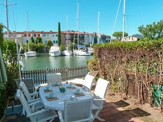 Three bed house in Port Grimaud with 12m mooring, close to the beach.