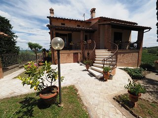 Cosy Tuscan villa for friends or family, San Gimignano