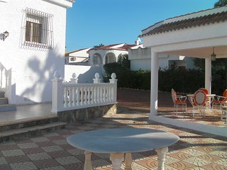 Detached Villa with private pool and Patio