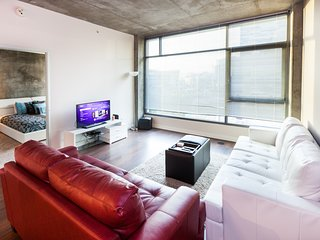 Downtown Los Angeles Apartment in Walk to LA Live! Lic702