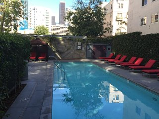 2BR Furnished Apartment in DTLA Walk to LA Live! Lic301