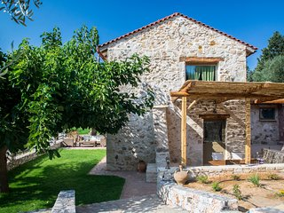 Traditional Stone Villa / Unique natural landscape with heated pool