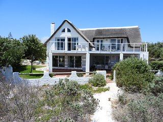 ON-THE-BEACH!! HOLIDAY VILLA KOMMETJIE RENTAL