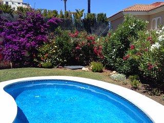 Chalet con maravillosas vistas al mar y piscina privada en Riviera del Sol