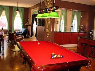 Loft with Balls - Downtown Eureka Springs