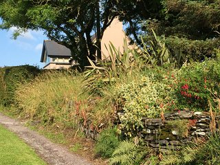 Crab Cottage, Rosscarbery. Lovely cottage, panoramic views, close to Mill Cove