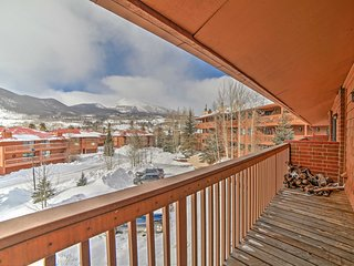 NEW! 3BR Frisco Townhouse w/ Rocky Mountain Views!
