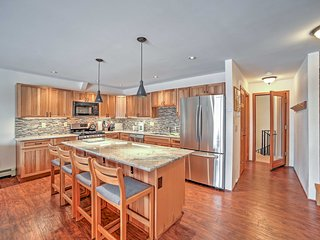 Frisco Townhome w/Mtn View, Game Room, Pool Access