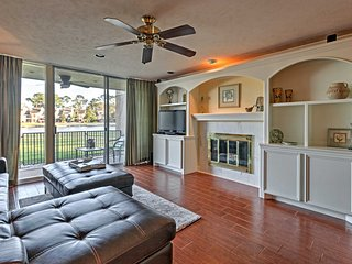 Chic Montgomery Condo on Lake Conroe w/Pool Access