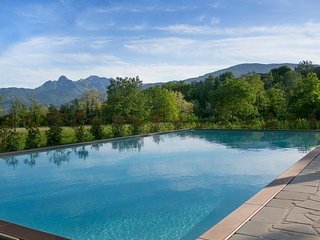 Stylish new apartment, pool, wi-fi, activities, art and cooking available, Castiglione di Garfagnana