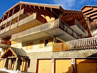 Superbly located 2 bedroom apartment (sleeps 6) in Vaujany A31 Le Jardin Alpin
