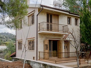 Lovely country house in Trimiklini *Free WIFI