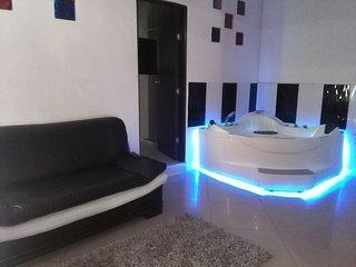 Private 3 Bedroom Apt. Jacuzzi Parque Lleras