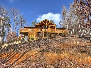 NEW! Private 3BR Newport Cabin w/ Peaceful Views!