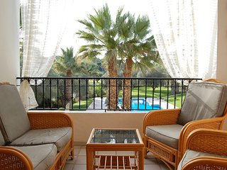 Large 1 Bed Apt Villamartin Overlooking Communal Pool and Golf Course!, Villamartín