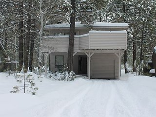 Coyote 7 is offering the 3rd night FREE Over Presidents' Day  Weekend!, Sunriver