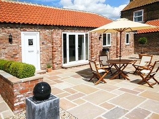 WINSALL COURT II, ground floor, en-suite facilities, WiFi, near Bridlington, Ref