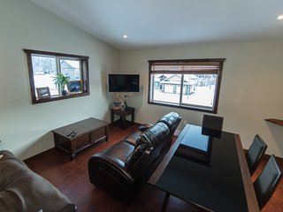 Big Bear Loft, new, great location, beautiful views, Revelstoke