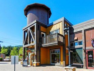 Base Village Loft 114