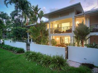Plantation House 2 - Beachfront Port Douglas