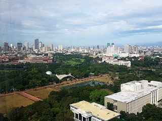 Best Value View, Safe Clean Apartment in Manila near US Embassy Rizal Park Ocean