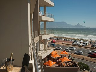 Stunning 2 Bedroom Apartment with great views over Table Mountain