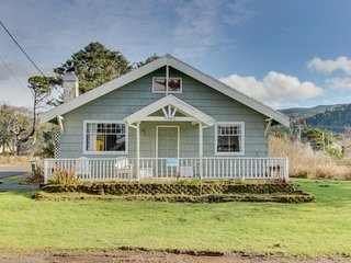 Dog-friendly, welcoming classic beach cottage with water views!