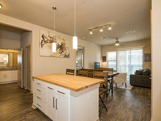 Modern Luxury at Uptown! Large 2/2 w/ Full Amenities! Walk Everywhere!3UP2CAZ, Austin
