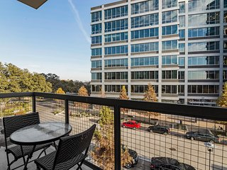 Modern Luxury at Uptown! Large 2/2 w/ Full Amenities! Walk Everywhere! 3UP2CFG, Austin