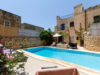 Ta'Peppa Traditional Farmhouse with Private Pool, Xaghra