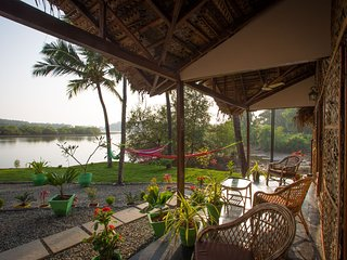 Luxury AC Riverview Cottage, Rajbag Talpona River near Patnem / Palolem beaches
