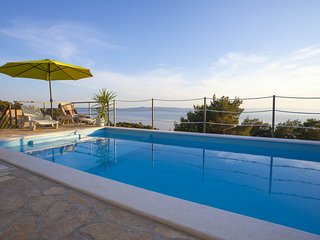 Holiday home Ivana w/ pool for 10 people Tučepi- Makarska