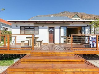 Harbour Lights - Simon's Town - Affordable Self-catering - Sleeps 6-8