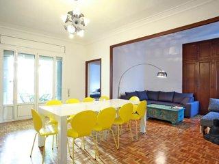---*Sunny Penthouse + Terrace,steps to Plaza Catalunya*---, Barcelona