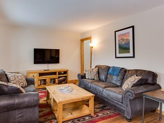 Cozy, newly renovated condo w/ forested views - close to hiking, skiing, & town!
