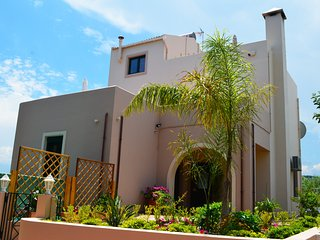 Villa Anastasia- Maleme - 500m to beach with pool